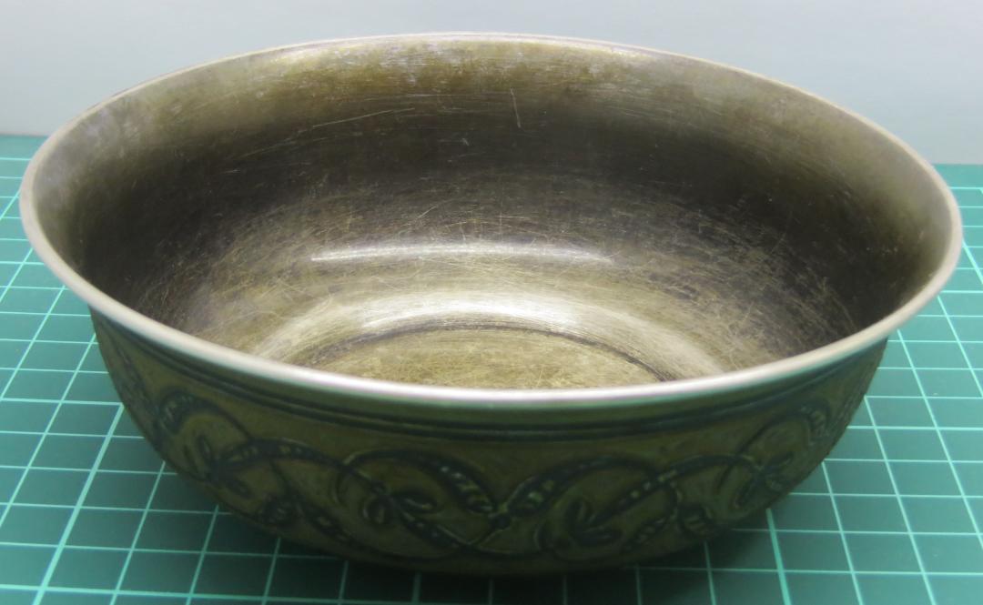 Грязная серебряная тарелка